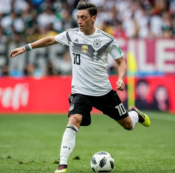 Mesut Ozil Mundur dari Timnas