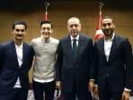 Mesut Ozil berfoto dengan Recep Tayyip Erdogan