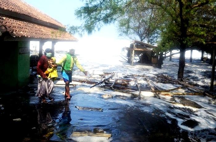Kerugian Akibat Gelombang Tinggi di DIY Capai Rp 7,2 M