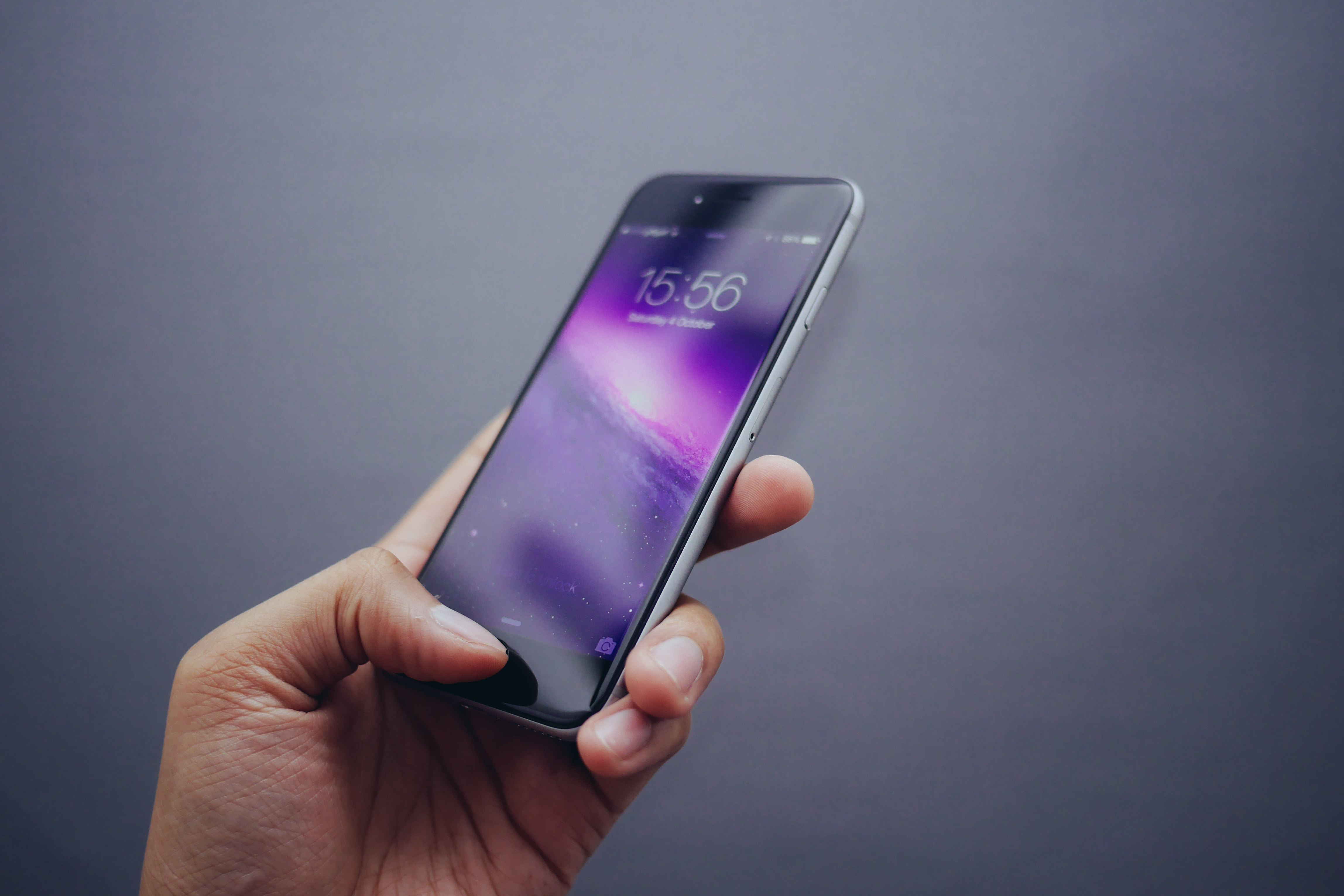 layar smartphone yang lebar