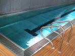 Gutter kolam renang